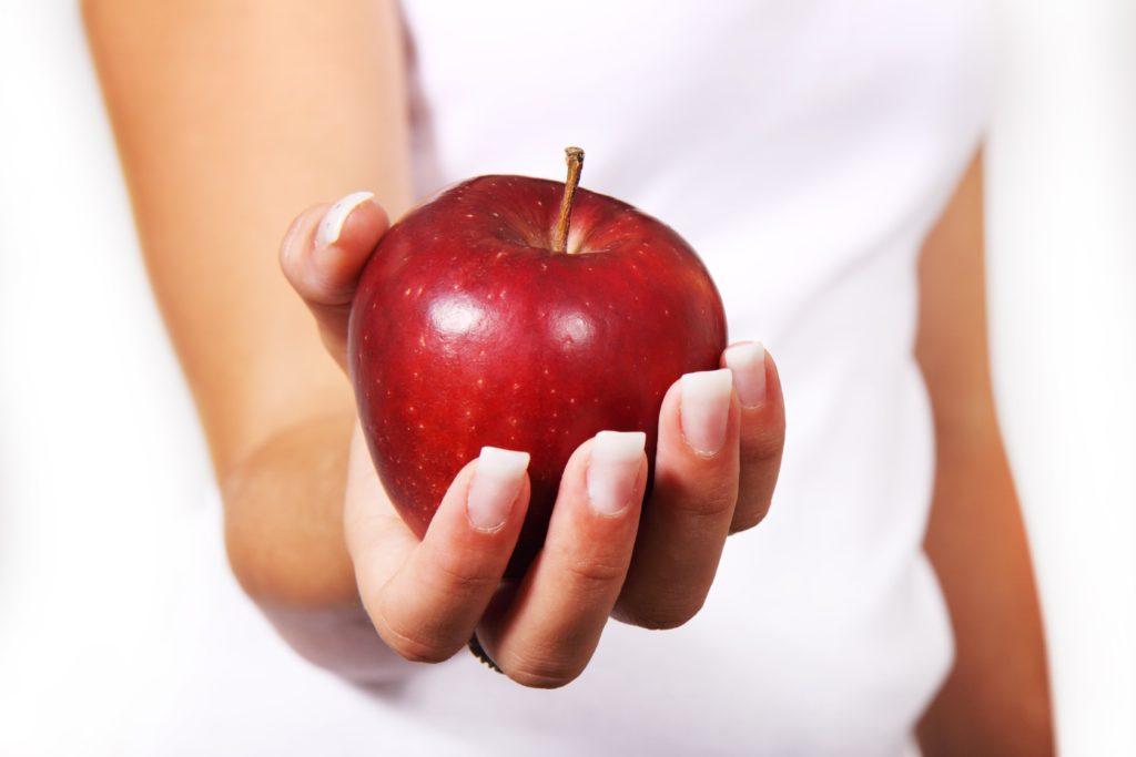 Mangiare la mela con la buccia fa bene!