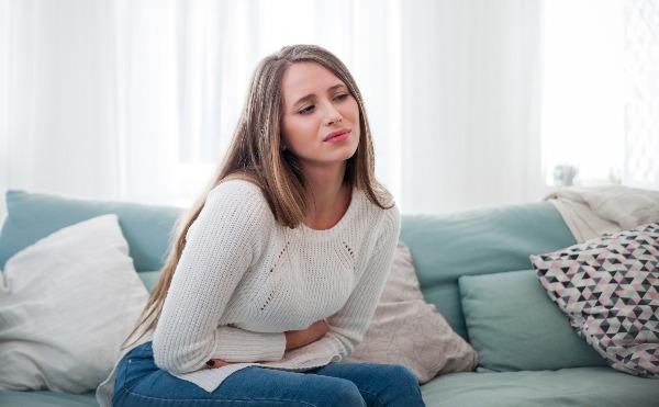 La sindrome mestruale e pre-mestruale: sintomi e rimedi per alleviare il dolore